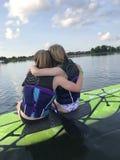 Młodej dziewczyny paddle abordaż obrazy stock