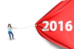 Młodej kobiety ciągnięcia sztandar z liczbami 2016 Zdjęcie Stock
