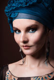 Młodej kobiety fasion makeup błękitny brąz zdjęcie royalty free