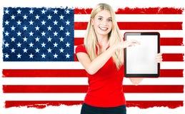 Młodej kobiety flaga państowowa USA amerykańscy wyniki wyborów Zdjęcie Stock