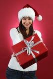 Młodej kobiety mienia bożych narodzeń prezent fotografia royalty free