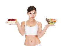 Młodej Kobiety mienia sałatka I tort Fotografia Stock