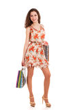 Młodej kobiety mienia torba na zakupy zdjęcie stock