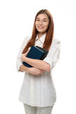 Młodej kobiety mienie rezerwuje uśmiecha się Obrazy Stock