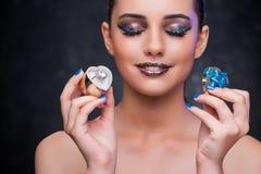 Młodej kobiety odbiorcza propozycja z diamentowym pierścionkiem Fotografia Stock