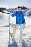 Młodej kobiety pozycja z snowboard w jej ono uśmiecha się i nand obrazy royalty free