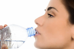 Młodej kobiety woda pitna obraz royalty free