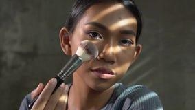 Młodej pięknej kobiety piękna fachowy vlogger lub blogger robi uzupełniającego tutorial zbiory