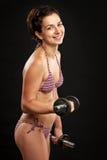 Młodej sprawności fizycznej żeński działanie żeński z dumbbells Obraz Royalty Free