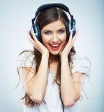 Młodej Szczęśliwej Muzycznej kobiety odosobniony portret Kobiety wzorcowy studio Zdjęcia Royalty Free
