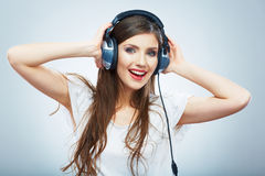 Młodej Szczęśliwej Muzycznej kobiety odosobniony portret Kobiety wzorcowy studio Zdjęcie Royalty Free