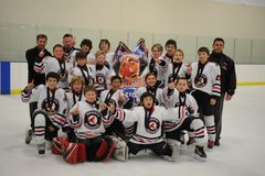 Młodość chłopiec hokeja turniej fotografia royalty free