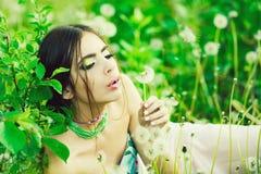 Młodość i świeżość, kobieta z modnym makeup obrazy royalty free
