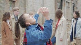 Młodość robi teatralnie nakreśleniu zbiory wideo