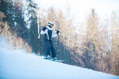 Młodości narciarstwo w górach Carpathians Zdjęcia Stock