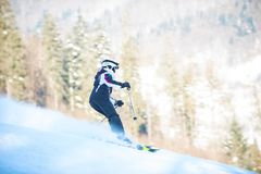 Młodości narciarstwo w górach Carpathians Obrazy Stock