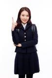 Młody ładny Azjatycki uczeń wskazuje strony przestrzeń zdjęcie stock