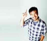 Młody śliczny azjatykci mężczyzna na biały tła gestykulować emocjonalny, po Obrazy Royalty Free