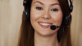 Młody żeński centrum telefoniczne agent zbiory wideo