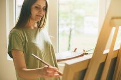 Młody żeński malarz fotografia stock