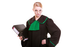 Młody żeński prawnika adwokat jest ubranym klasyczną połysku czerni zieleni togę Zdjęcia Royalty Free