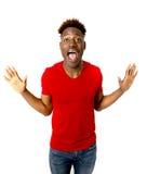 Młody życzliwy, szczęśliwy afro amerykański mężczyzna ono uśmiecha się excited i chłodno i rozochocony Zdjęcia Stock