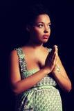 Młody afro amerykański kobieta w ciąży modlenie Obrazy Royalty Free