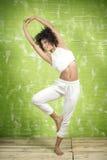 Młody afro dziewczyny rozciąganie Obraz Stock