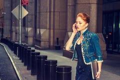 Młody Amerykański bizneswomanu podróżować, pracuje w Nowy Jork zdjęcie royalty free