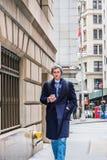 Młody Amerykański mężczyzna podróżować, pracuje w Nowy Jork Obraz Royalty Free