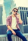 Młody Amerykański mężczyzna podróżuje, relaksujący w Nowy Jork Obrazy Royalty Free