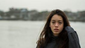 Młody amerykanin przy Pólnocna Karolina plażą w zimie fotografia stock
