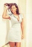 Młody amerykanina afrykańskiego pochodzenia bizneswoman Myśleć Strasznie outside ja Zdjęcie Stock