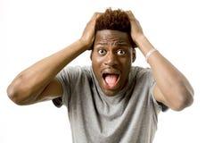 Młody atrakcyjny afro amerykański mężczyzna desperacki w szoku z rozpieczętowanym usta martwił się Obrazy Stock