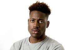 Młody atrakcyjny afro amerykański mężczyzna patrzeje smutny i przygnębiony pozować emocjonalny na jego 20s Fotografia Stock