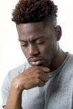 Młody atrakcyjny afro amerykański mężczyzna patrzeje smutny i przygnębiony pozować emocjonalny na jego 20s Zdjęcie Royalty Free