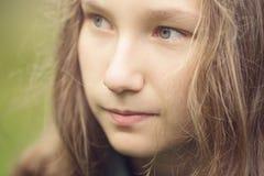 Młody atrakcyjny dziewczyny zakończenie w górę portreta obrazy stock