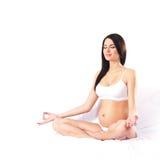 Młody atrakcyjny kobieta w ciąży z pięknym brzuchem nad wh obraz stock