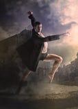 Młody atrakcyjny nowożytny baletniczy tancerz obrazy stock