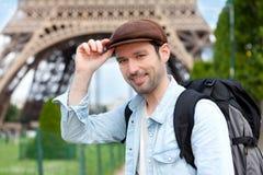 Młody atrakcyjny podróżnik w Paryż zdjęcie royalty free