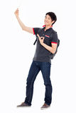 Młody Azjatycki stdudent seansu ok znak Fotografia Stock