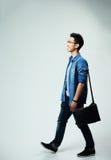 Młody azjatykci mężczyzna odprowadzenie Zdjęcia Royalty Free