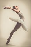 Młody balerina tancerz w spódniczce baletnicy obrazy stock