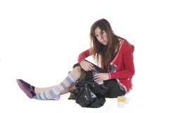 Młody bezdomny pijący zdjęcie stock