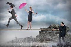 Młody biznesmen ciągnie balansowanie na linie dla ludzi biznesu Zdjęcia Stock