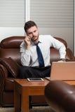 Młody biznesmen na telefonie zdjęcie royalty free