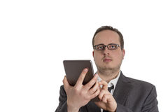 Młody biznesmen w kostiumu z pastylka komputerem Fotografia Stock