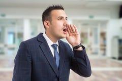Młody biznesmena lub szefa krzyczeć obraz stock