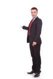 Młody biznesowy mężczyzna patrzeje kamerę Fotografia Stock