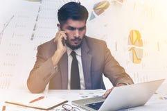 Młody biznesowy mężczyzna pracować mocno Obrazy Stock